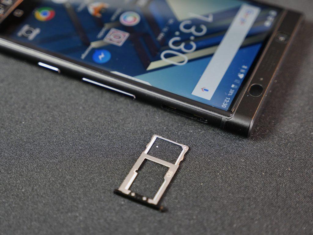 Der kombinierte Sim- und Micro SD Schacht