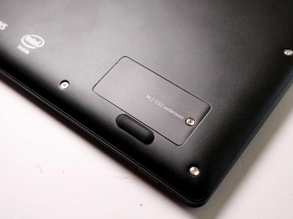 Die Abdeckung für den M.2 SSD Karten Slot