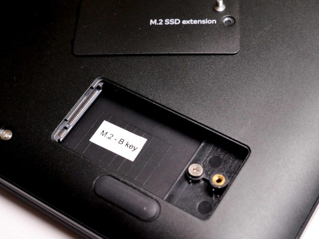 Bis zu 128GB lassen sich hier installieren