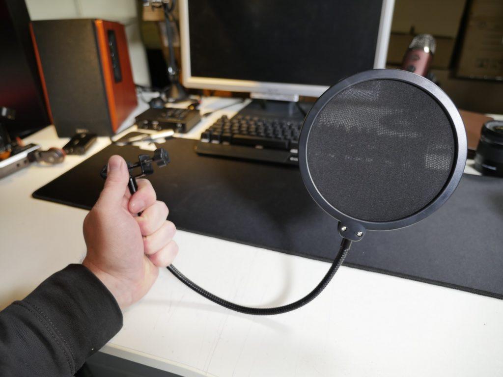 Nützlicher Helfer: Der Popfilter hilft Plosive aus den Aufnahmen fern zu halten.